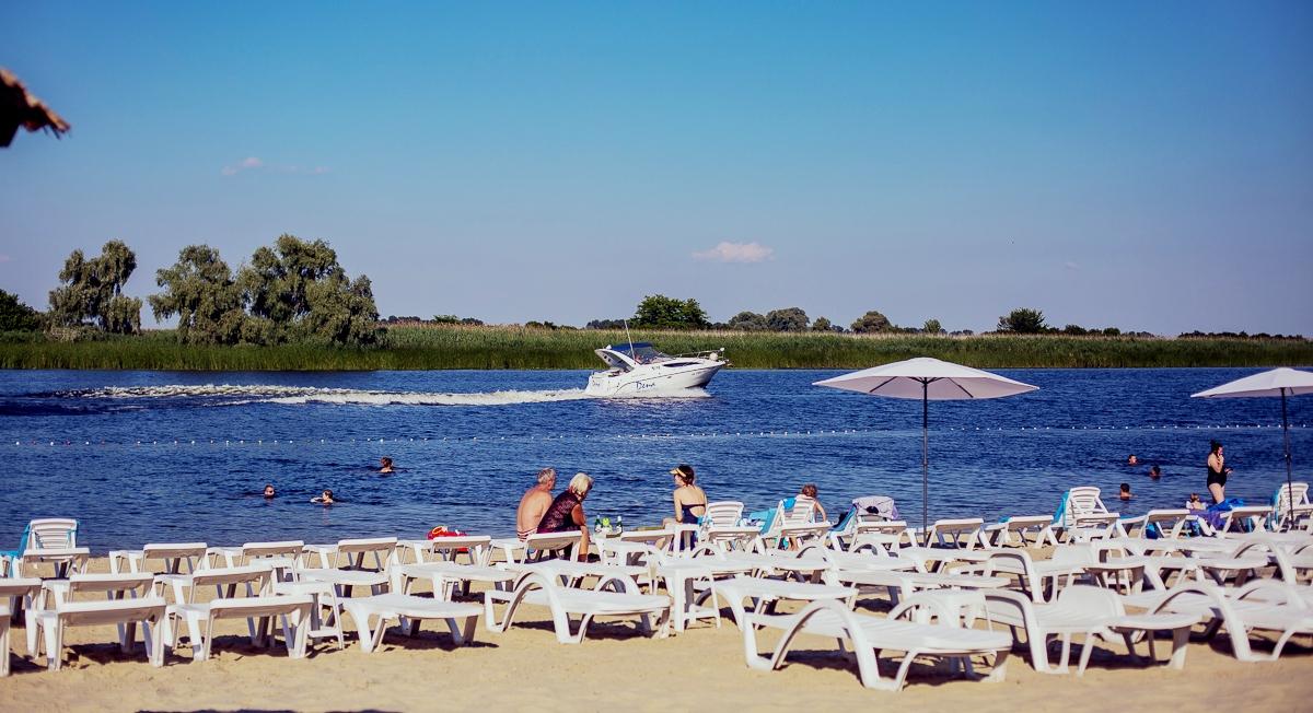 Чистый частный пляж в Черкассах - Selena Family Resort