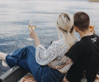 романтична прогулянка на катері по Дніпру